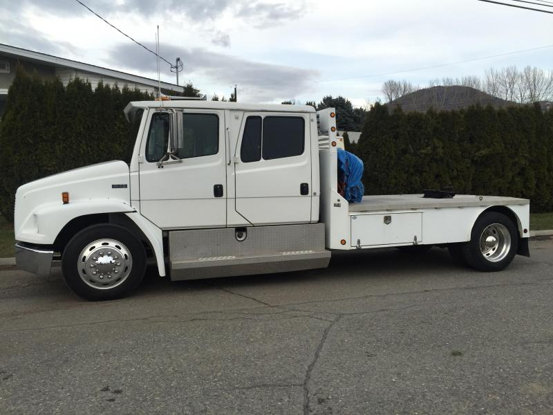 1997 Freightliner FL70 Sport Chassis main photo