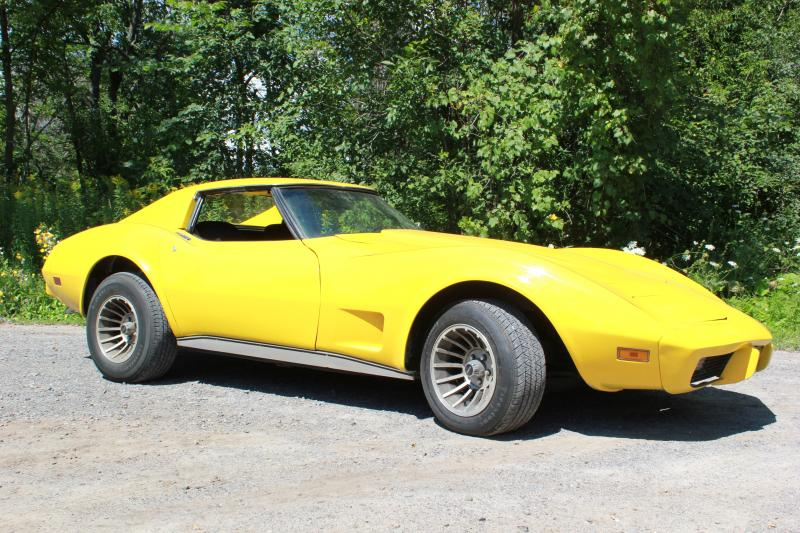1977 T-Top Corvette in Great Condition main photo